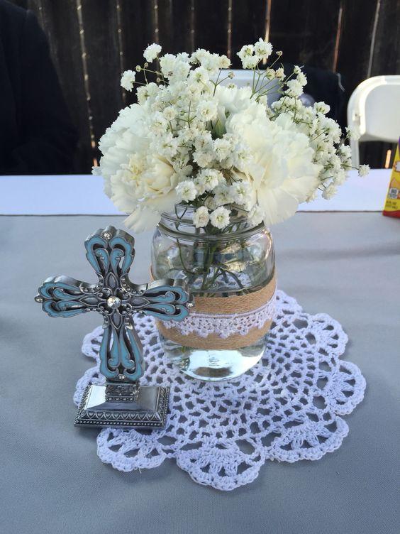 Centros de mesa de bautizo con flores naturales