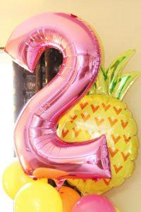 Imágenes de globos de piñas flamingos y frutas