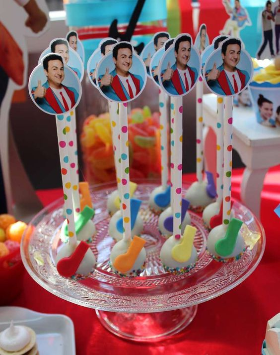 Mesa de dulces para una Fiesta temática de junior express
